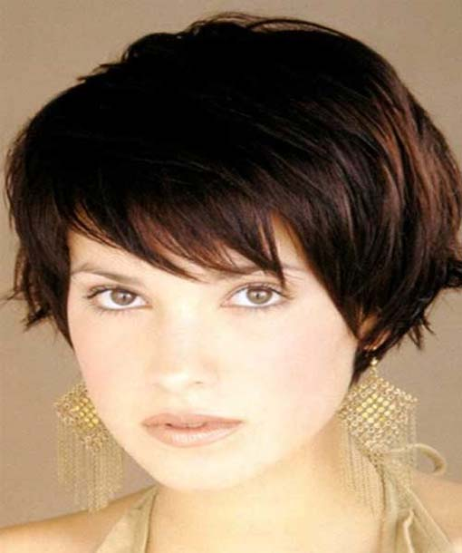 Brunette short hairstyles to enhance the hair color